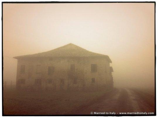 Emilan farmhouse in the fog