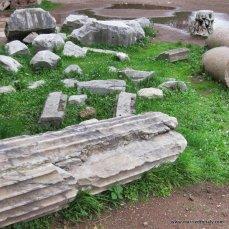 fallen columns in Roma