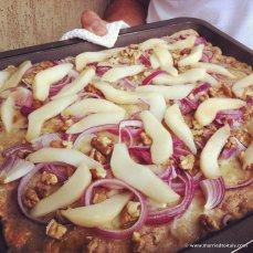 pear onion while grain pizza